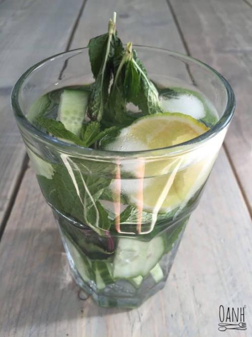 Munt, citroen en komkommer water