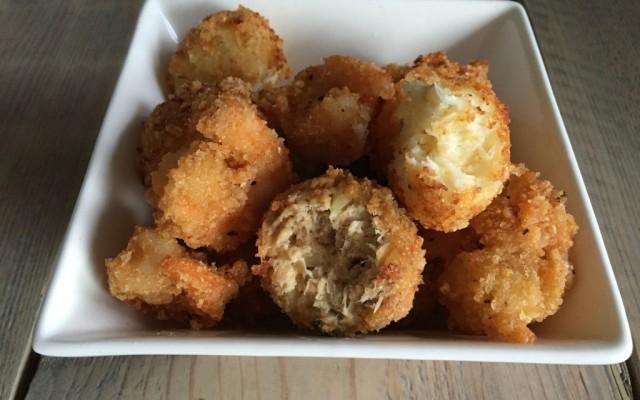 Wednesday Challenge: Krokettenballetjes van bloemkool en kaas, zalm en uitjes en garnalenbites
