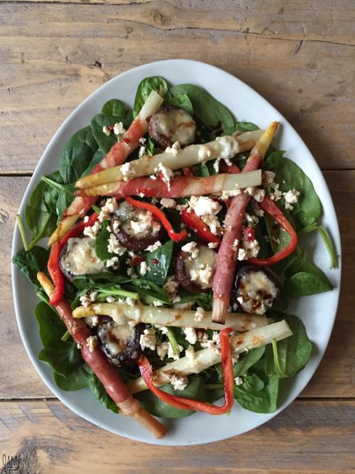 Spinaziesalade met asperges en champignons